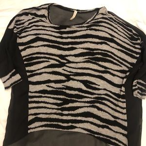 Zebra Sheer Quarter Sleeve